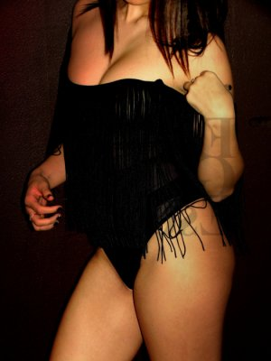 Anne-priscille escort girl and thai massage